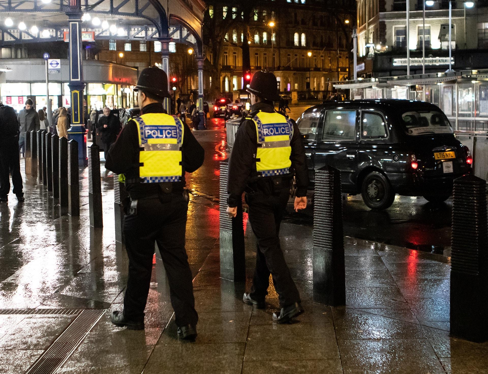 british-transport-police-48093811920-min.jpg