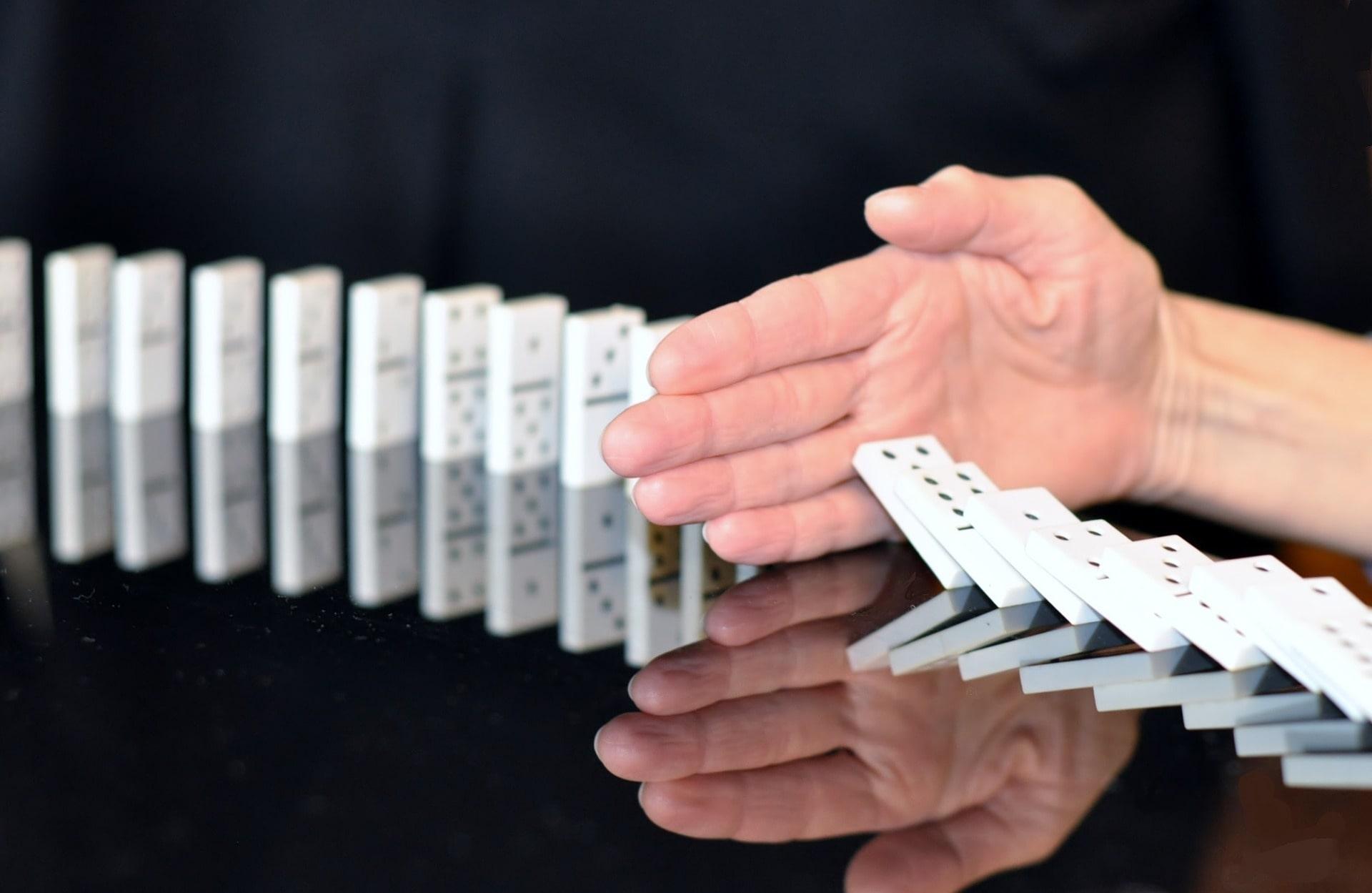 dominoes-6655471920-min.jpg
